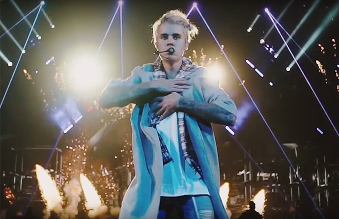 Clipe mostra cenas de shows da atual turnê de Bieber (Foto: Reprodução)