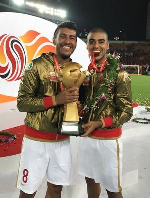 Alan e Paulinho comemoram título do Guangzhou (Foto: Reprodução / Instagram)