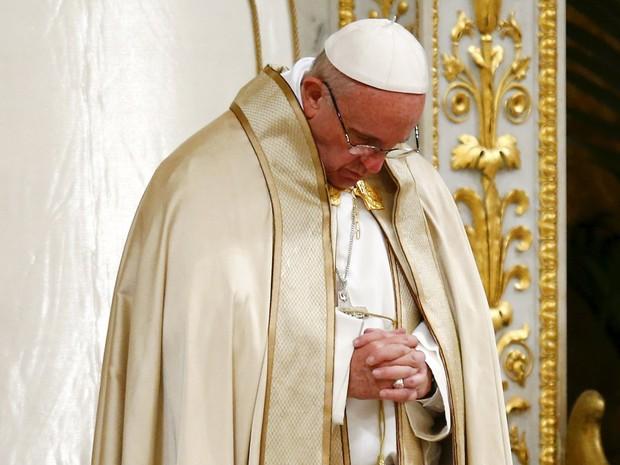 O Papa Francisco na Basílica de São Paulo, em Roma, no dia 25 de janeiro de 2016 (Foto: Remo Casilli/Reuters)