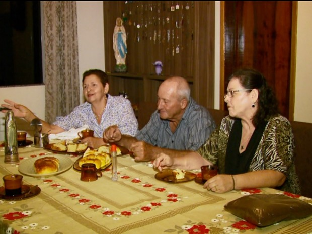 Família de Machado fundou capela e ajuda a divulgar a Nossa Senhora do Café em Machado, MG (Foto: Reprodução EPTV)