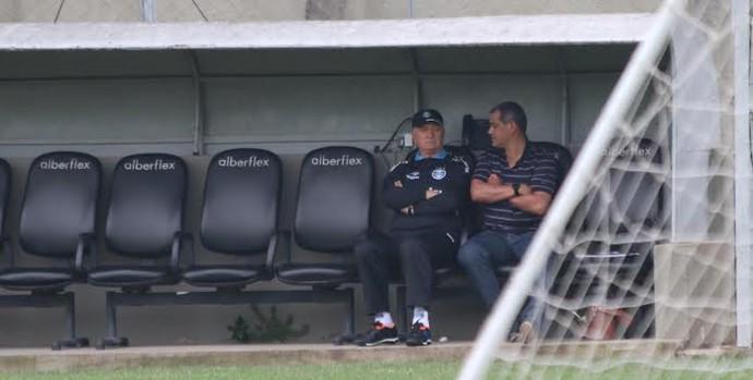 Arce visita Felipão e acompanha treino do Grêmio no Olímpico (Foto: Eduardo Deconto/GloboEsporte.com)