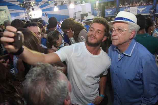 Klebber Toledo e Aguinaldo Silva na quadra da Portela na Zona Norte do Rio (Foto: Claudio Andrade/ Foto Rio News)