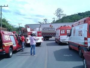 Grupo de bombeiros interrompeu viagem para socorrer vítimas (Foto: Bombeiros de Schroeder/Divulgação)