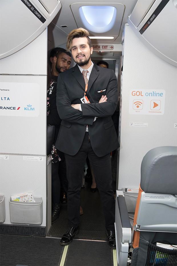 Pocket show de Luan Santana a bordo do Boeing 737-800  (Foto: Francisco Cepeda/AgNews)