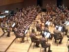 Orquestra Sinfônica da PM se apresenta em praça de Divinópolis
