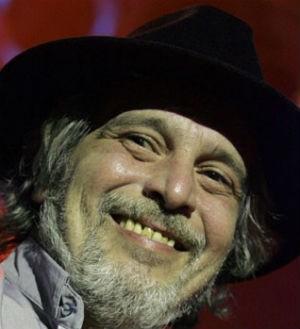Celso Blues Boy começou a tocar com Raul Seixas na década de 70 (Foto: Fabio Motta/AE)