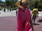 Bar Refaeli veste capa 'supermulher' para correr