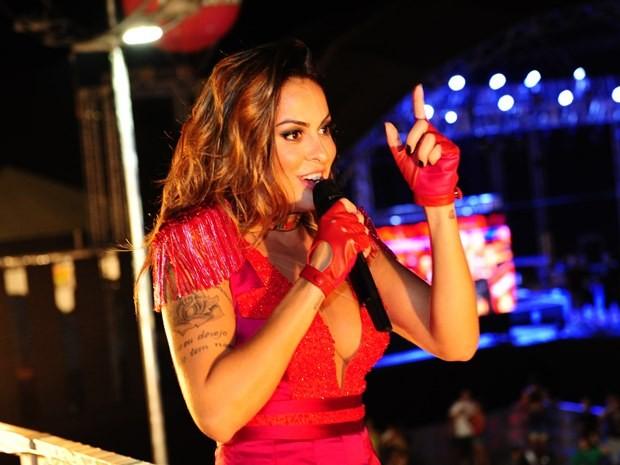 Primeiro dia de evento teve Alinne Rosa como atração principal (Foto: Divulgação)