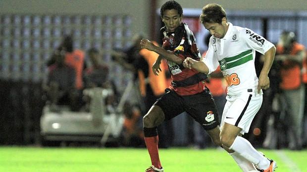 Vitória x Coritiba, Everthon Ribeiro e Wellington Saci (Foto: Felipe Oliveira / Agência Estado)