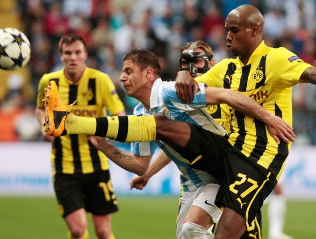Jeremy Toulalan e Felipe Santana, Málaga x Borussia Dortmund (Foto: AP)