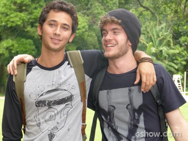 Os dois acabam voltando a ser os velhos amigos de sempre (Foto: Malhação / TV Globo)