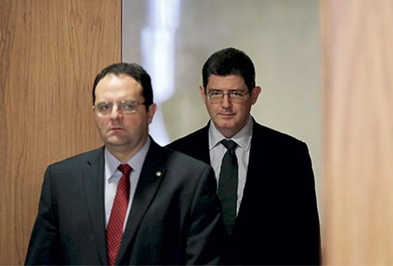 Ministro Nelson Barbosa e o ministro Joaquim Levy  (Foto: Ueslei Marcelino/Reuters)