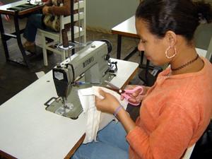 Há vagas para costureira em  (Foto: Divulgação/ Secom-ES)