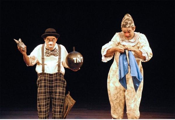 """Domingos Montagner e Fernando e Fernando Passos durante a peça """"A Noite dos Palhaços Mudos"""" (Foto: Divulgação)"""