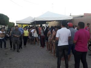 Velório da jovem  Taiane que foi morta em Petrolina (Foto: Aracelly Romão/ TV Grande Rio)