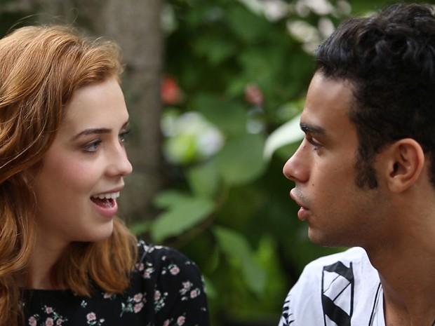 Sophia Abrahão e Sérgio Malheiros se enfrentam em quiz e mostram que se conhecem bem (Foto: Gshow)