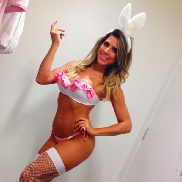 Ana Paula Minerato sensualiza de coelhinha para desejar feliz Páscoa