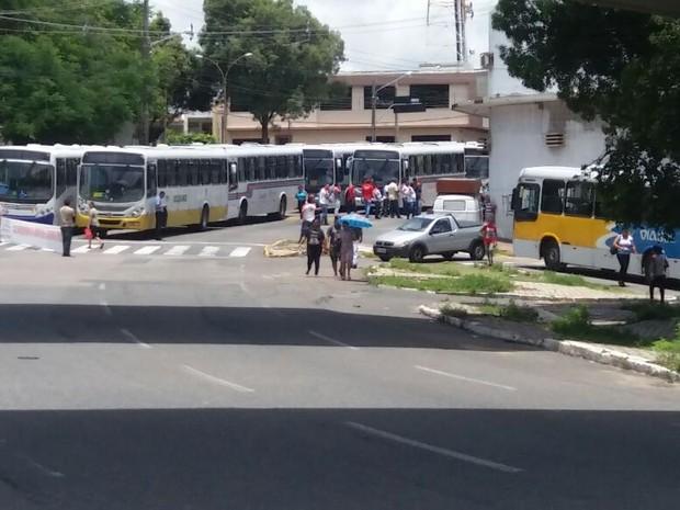 Ônibus param circulação em Natal (Foto: Fred Carvalho/G1)