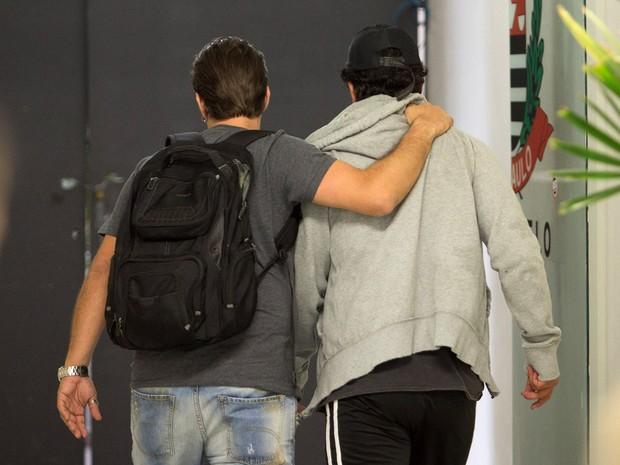 - O cantor sertanejo Ivair dos Reis Gonçalves, conhecido por Renner, que faz dupla com o cantor Rick, deixa o 27°DP no bairro Campo Belo, em São Paulo. (Foto: Daniel Teixeira/Estadão Conteúdo)