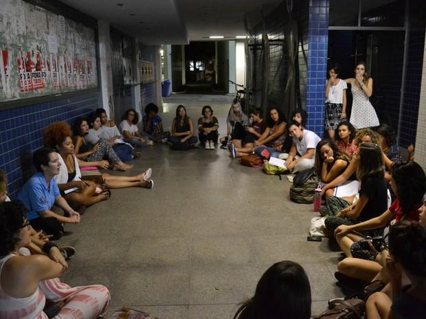 Plenária de mulheres discutiu insegurança dentro da Ufes (Foto: Viviane Machado/ G1)