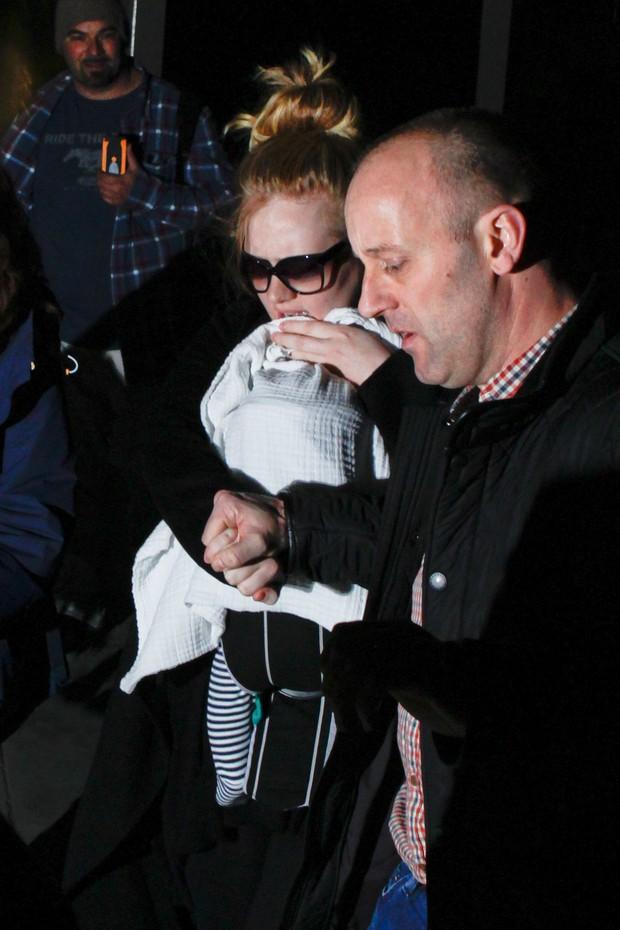 Adele e seu bebê (Foto: Grosby Group)