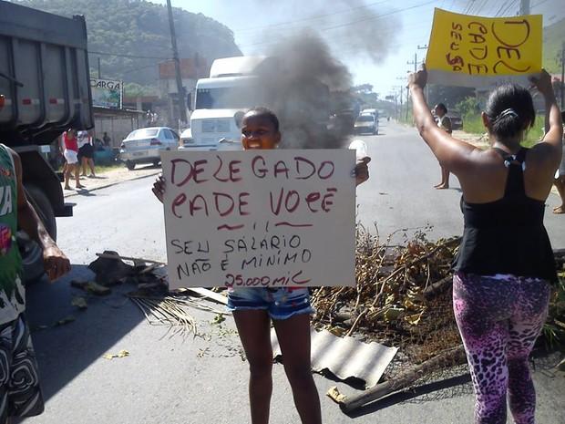 Moradores reclamam de atuação da polícia no caso (Foto: Igor Otávio Salustiano/ VC no G1)