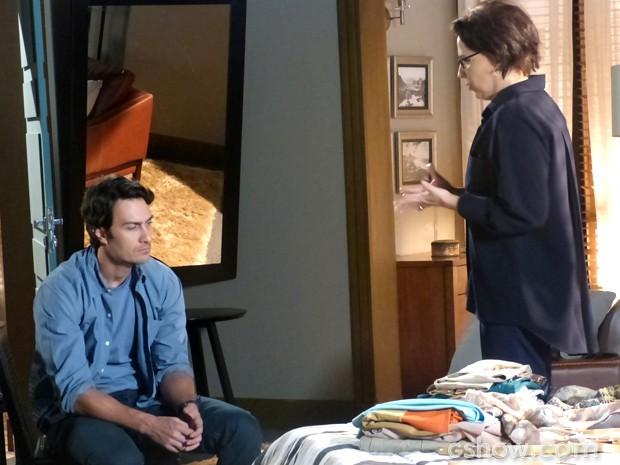 Selma comunica sua decisão a Laerte (Foto: Em Família/ TV Globo)