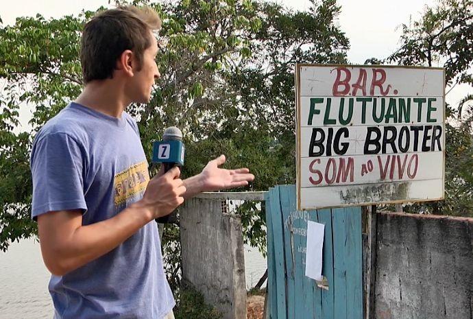 Moacyr visita flutuante com nome peculiar (Foto: Zappeando)