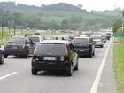 Lentidão na Rodovia Mogi-Bertioga não tira o bom humor dos turistas