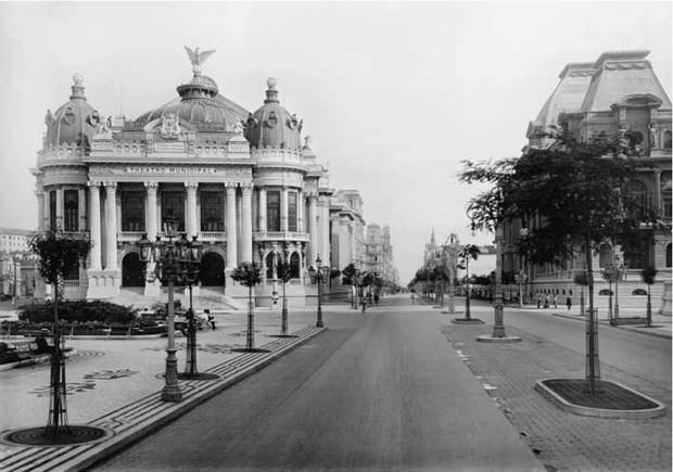 Reforma urbana modifica centro do Rio de Janeiro, Teatro Municipal foi uma das novidades (Foto: Reprodução)
