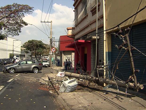Região do acidente com a BMW ficou sem energia, segundo a Cemig. (Foto: Reprodução/TV Globo)