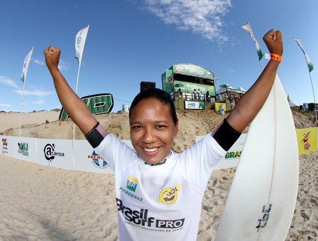 Paraibana Diana Cristina é campeã do Circuito Brasileiro de Surfe 2011 (Foto: Divulgação)