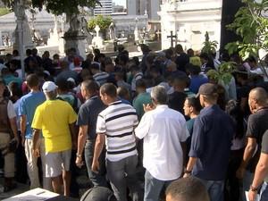 Enterro de policial militar morto durante confusão em Salvador (Foto: Reprodução/TV Bahia)