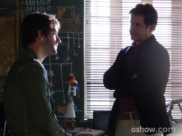 Jonas invade casa de Davi e avisa que as portas de sua empresa estão abertas para ele (Foto: Geração Brasil/TV Globo)