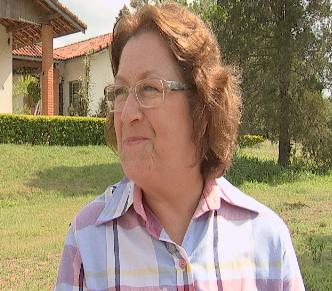 Dona Eunice é apaixonada pela vida no campo (Foto: Reprodução / TV TEM)