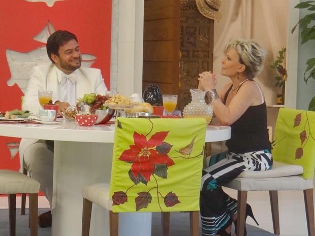 Bruno Astuto vai comentar os bafões do mundo dos famosos em 2012 (Foto: Mais Você / TV Globo)