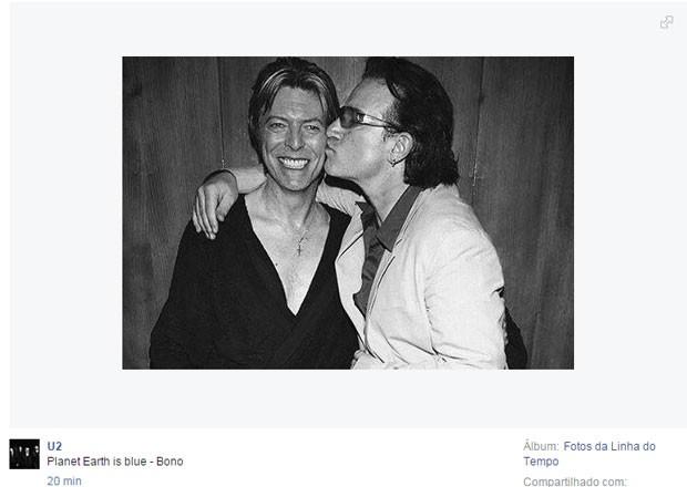 Bono, do U2, faz homenagem a David Bowie; o termo 'blue' significa tanto a cor azul da Terra vista do espaço, em referência a Ziggy Stardust, quanto 'triste' (Foto: Reprodução/Facebook/U2')