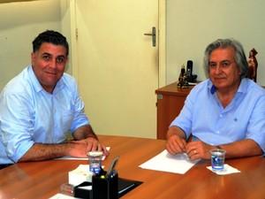 Pedrinho Eliseu e Nelson Brambilla se reuniram para tratar da transição (Foto: Secom/PMA)