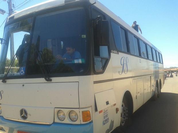 Suspeitos estavam neste ônibus na rodoviária de Presidente Dutra, no Maranhão (Foto: Divulgação/SSPMA)