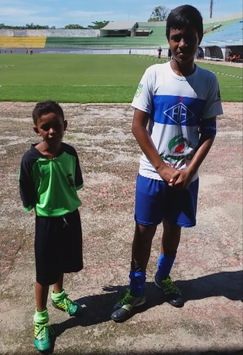 Francisco e Gabriel após jogo do Torneio Mirim, em Rio Branco (AC)' (Foto: Reprodução/GloboEsporte.com)
