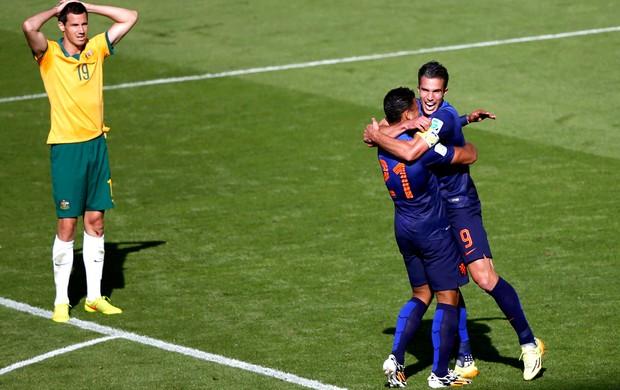 Holanda x Austrália -  Memphis Depay e Van Persie (Foto: Reuters)
