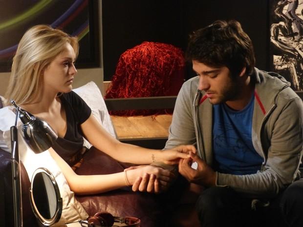 Megan aproveita para fazer chantagem emocional com Davi (Foto: Geração Brasil/TV Globo)