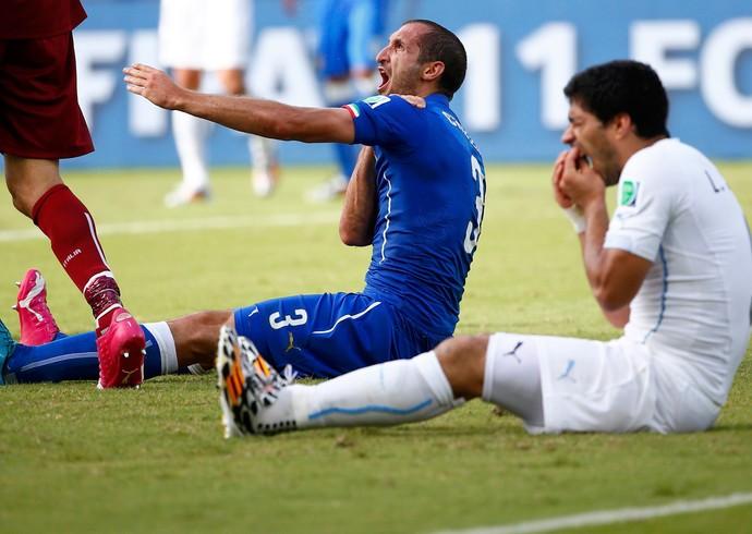 Chiellini Suarez italia x uruguai (Foto: Reuters)