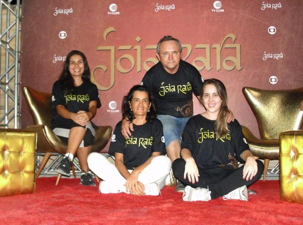 Lançamento de Joia Rara é marcado por aula de ioga na Potycabana (Foto: Katylenin França)