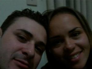 Foto do casal foi postada no perfil de Thatielly (Foto: Reprodução/Facebook)