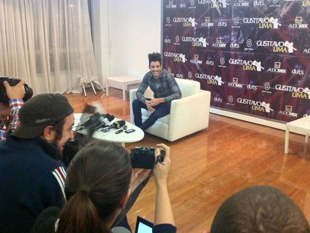 Gusttavo Lima fala sobre carreira em SP (Foto: Marcelo Mora/G1)