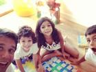 Márcio Garcia aproveita feriado na companhia dos filhos