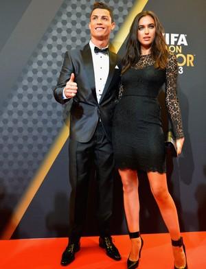 Cristiano Ronaldo e Irina Shayk, bola de ouro da FIFA (Foto: Getty Images)