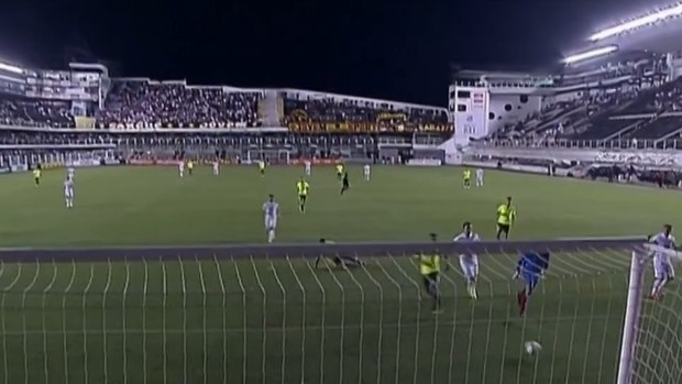 Leandro Damião perde gol Santos Sport (Foto: Reprodução SporTV)