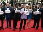 Mel Gibson, Stallone e Harrison Ford fazem protesto em Cannes